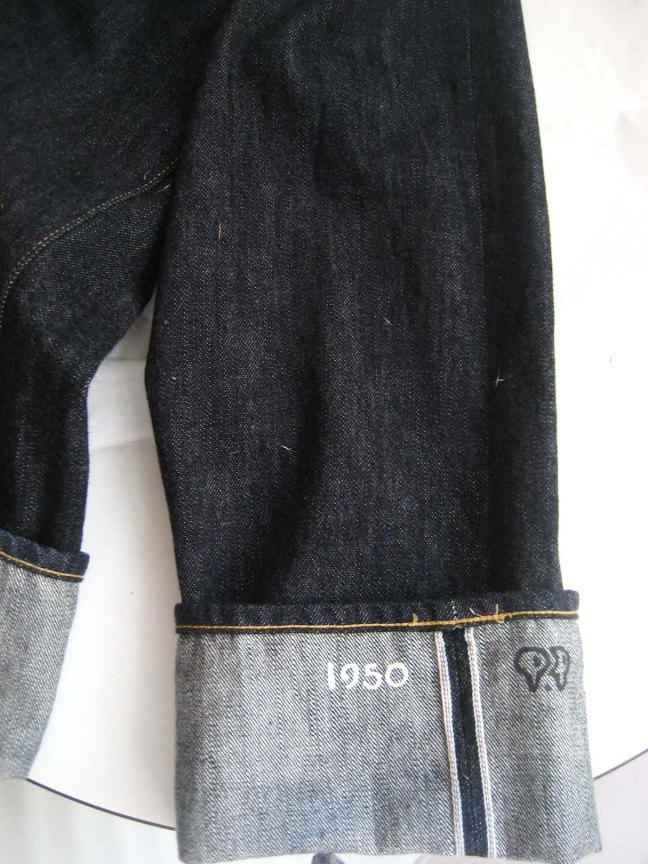 SD601-00 leg cuff with tall grass seeds
